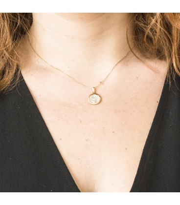 Virgin Gold Pendant 18K and mother-of-pearl