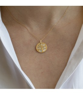 Gold pendant and pearl
