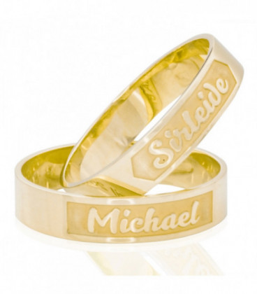 Bright and matt gold wedding ring with exterior engraving