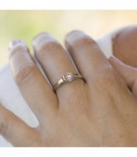 Engagement ring for Woman in White Gold