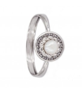 18K Natural Peal White Gold Ring with Carved Orla