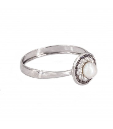 White Gold Ring with Pearl