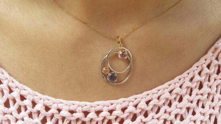 Aprende a combinar joyas de oro y plata a la vez