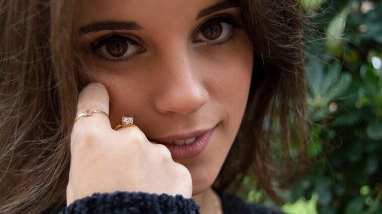 Los anillos finos de moda para el día a día