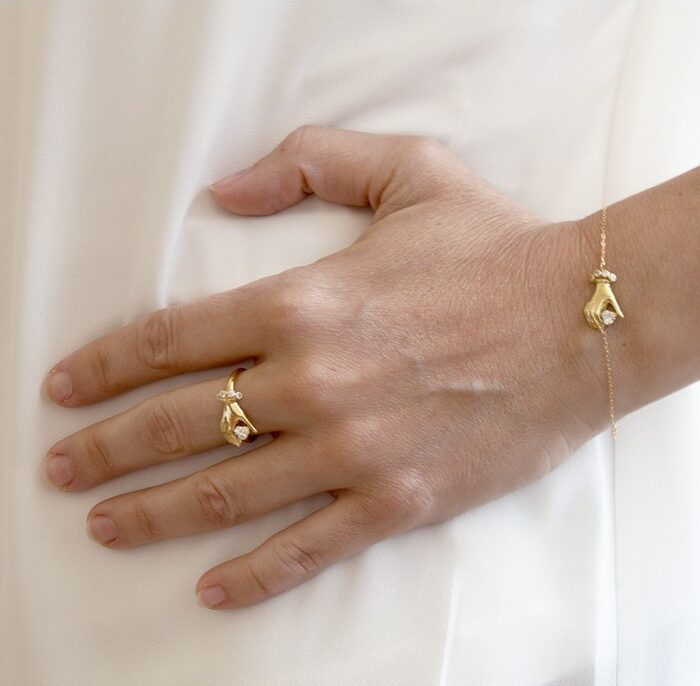 pulsera mano con circonita oro