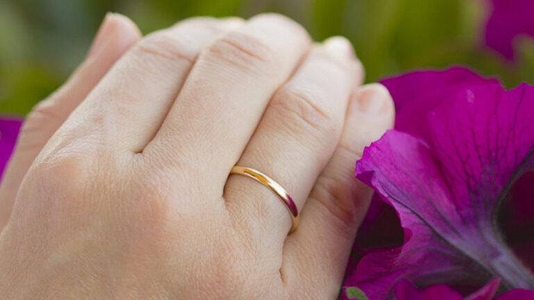 Joyas doradas de 18 quilates o plateadas: ¿cómo combinarlas según tu tono de piel?