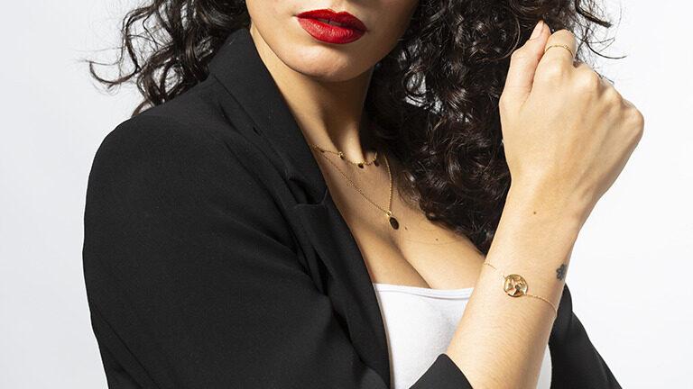 Aprende a llevar muchas pulseras con tanto estilo como tus celebrities favoritas