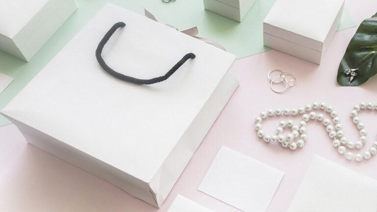 Cómo organizar las joyas en un cajón para evitar el desorden