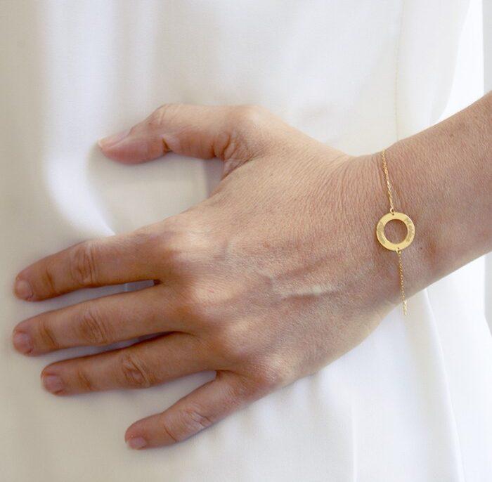 pulsera de oro grabada
